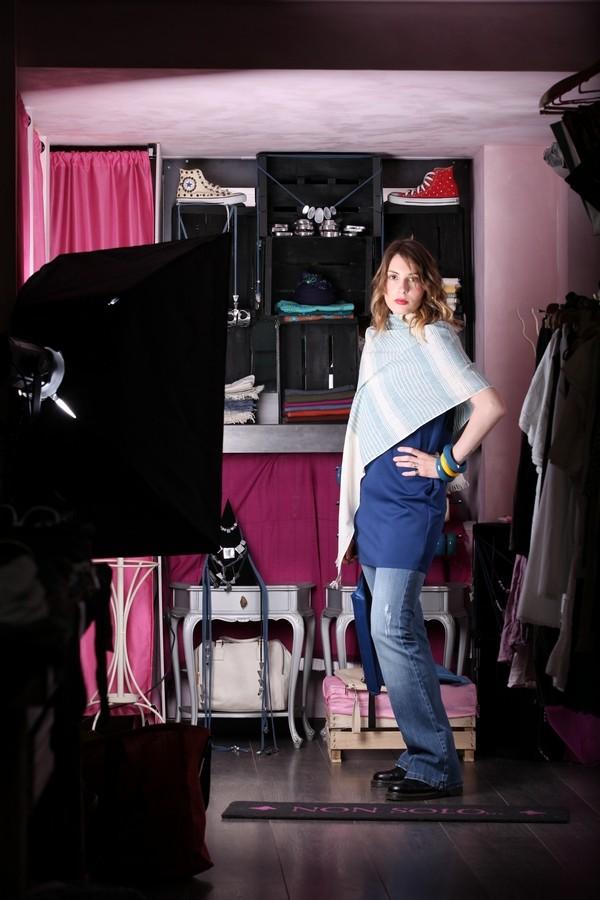 Giulia - anche una morbida stola può rendere speciali i jeans a zampa e la maglia over
