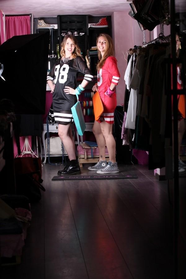 Giulia e Silvia - il dettaglio da non dimenticare con l'abito/maglia da rugby? Naturalmente anfibi o sneaker. Se volevo osare per la sera metteteci sotto una sottoveste di tulle e abbinatelo ai tacchi