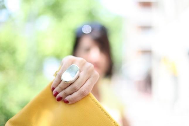 Luisa - maxi anello di metallo con forma stilizzata