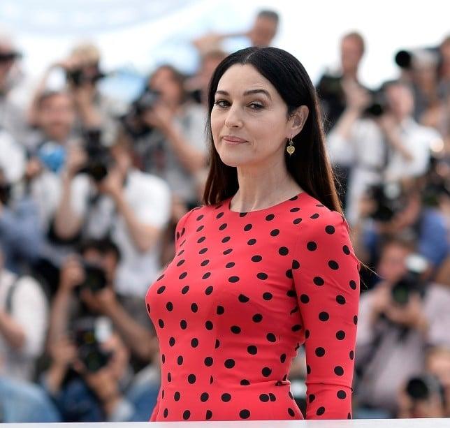 Monica Bellucci al Festival di Cannes in un abito a pois, firmato Dolce&Gabbana