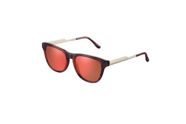 Occhiali da sole con lente specchiata rossa ed asta dorata