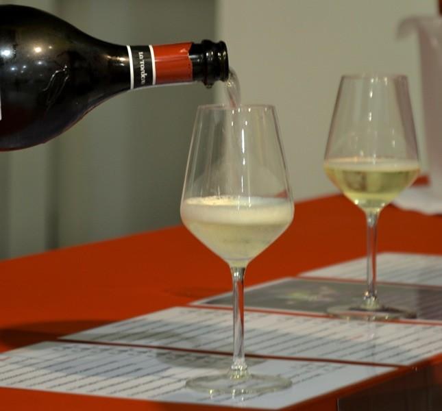Tra stand, aperitivi e gli assaggi prestigiosi del Wine Caveau il vino è uno dei grandi protagonisti