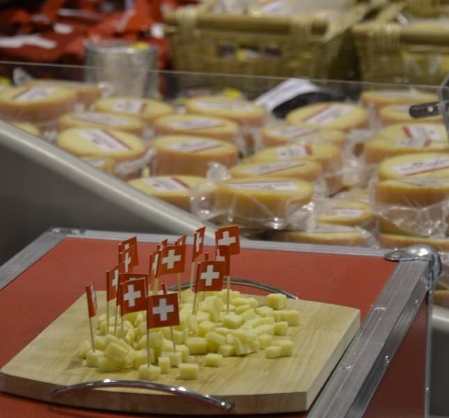 Tra le tipicità presenti all'evento anche i formaggi svizzeri