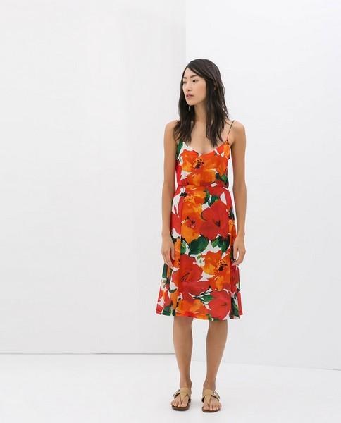 Vestito di Zara con fiori rossi