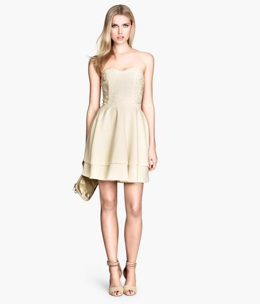 Vestito giallo pastello con scollatura a cuore e applicazioni sul corsetto, di H&M