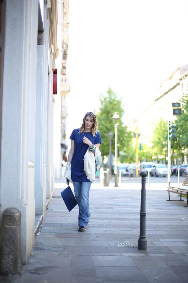 Giulia - maglia oversize sovrapposta ai jeans a zampa
