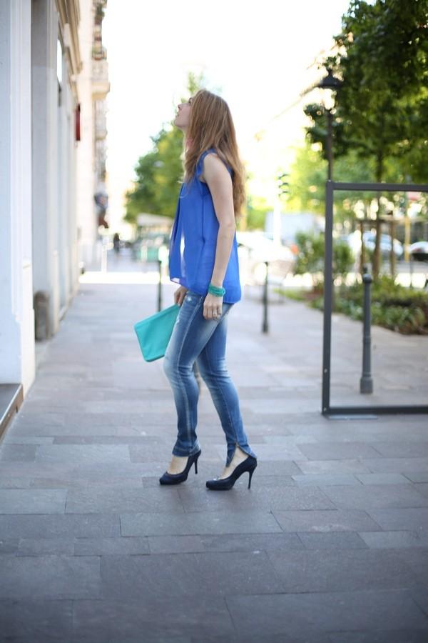 Silvia - jeans skinny e maglie sovrapposte