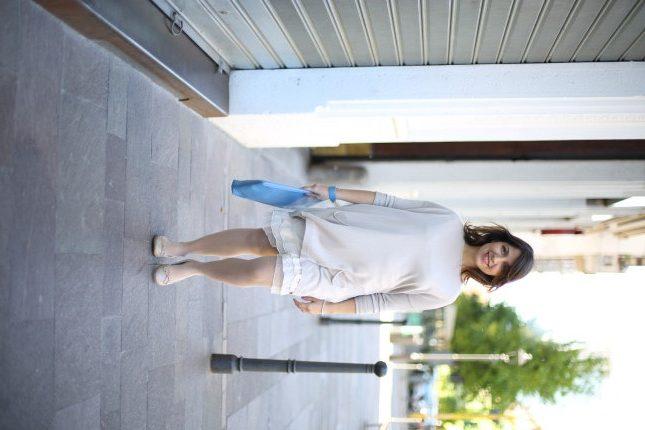 Benedetta - look perfetto per la futura mamma: maxi maglia, morbida e pratica, da abbinare a una sottoveste in nuance con balze in voile