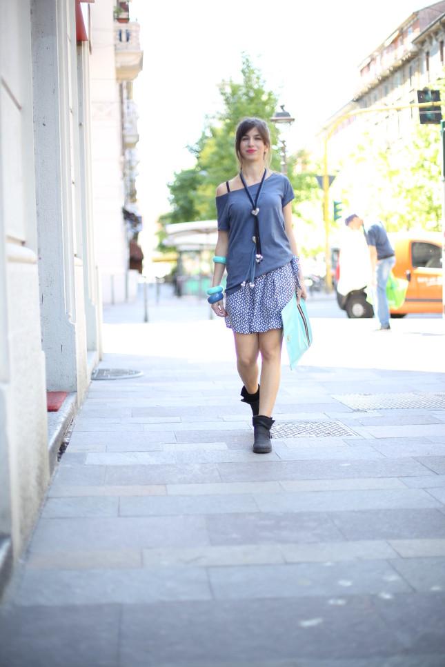 Irene - pochette colorata in pelle, bracciali e collana in alluminio