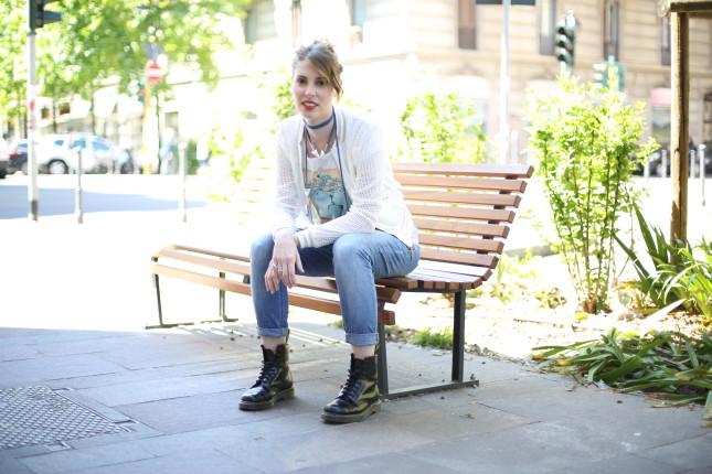 Giulia - cardigan traforato in cotone con t-shirt e jeans boyfriend