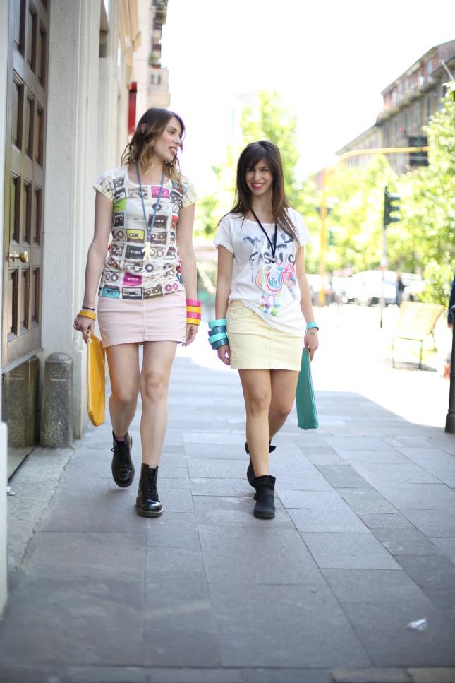 Giulia e Irene - pochette in pelle e bracciali colorati per completare il look