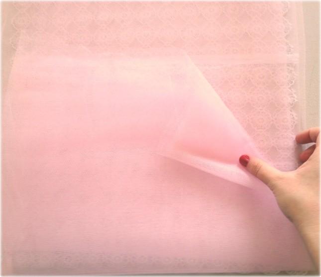 Più strati di tulle sovrapponi più la pochette sarà di un rosa carico e risulterà voluminosa