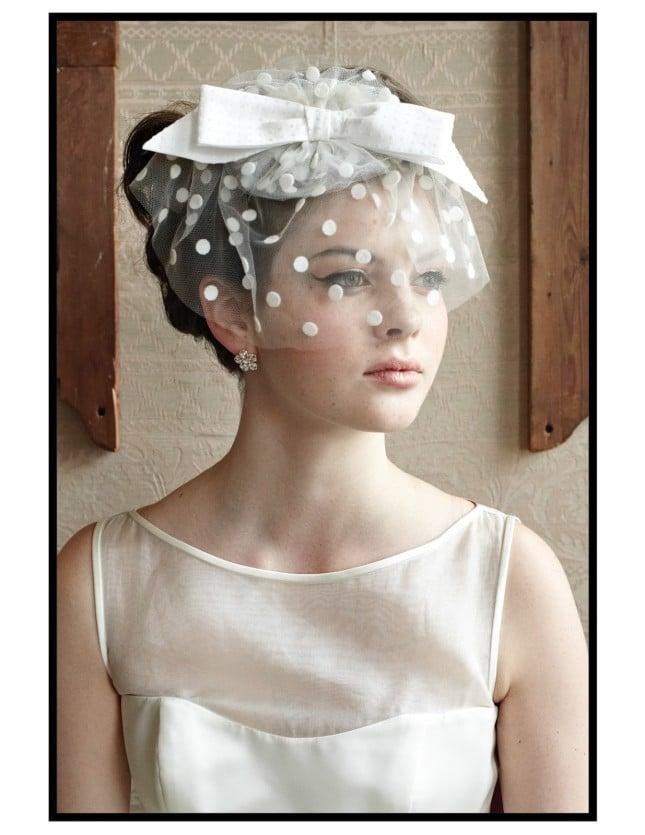 cappellino sposa veletta a pois e fiocco foto by amostcuriousweddingfair