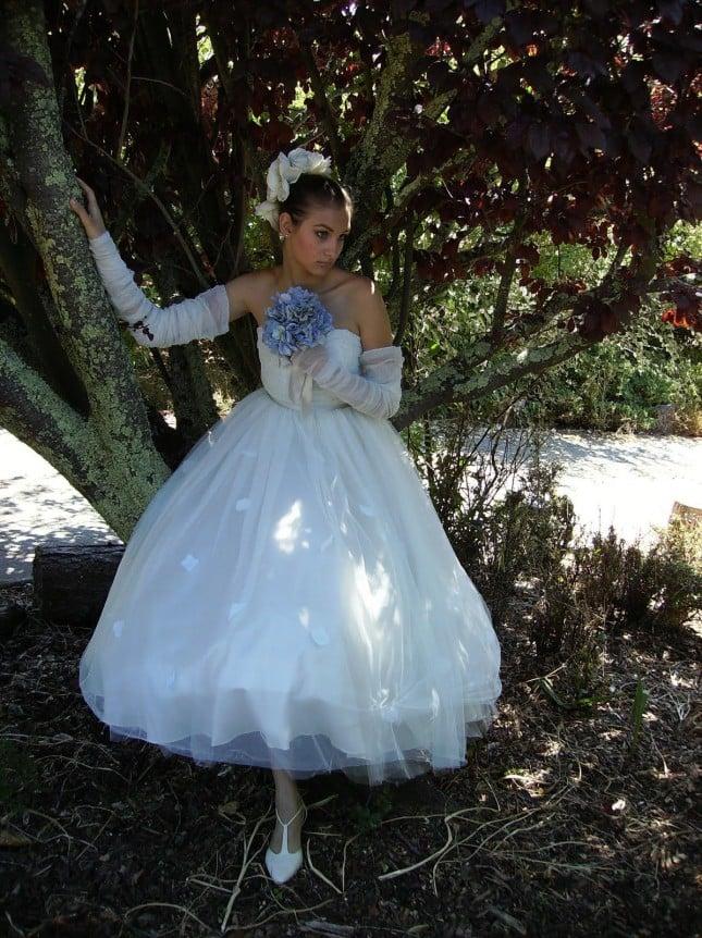 cappello sposa con applicazione e fiori SALUTE TO CHRISTIAN DIOR foto by bridechic
