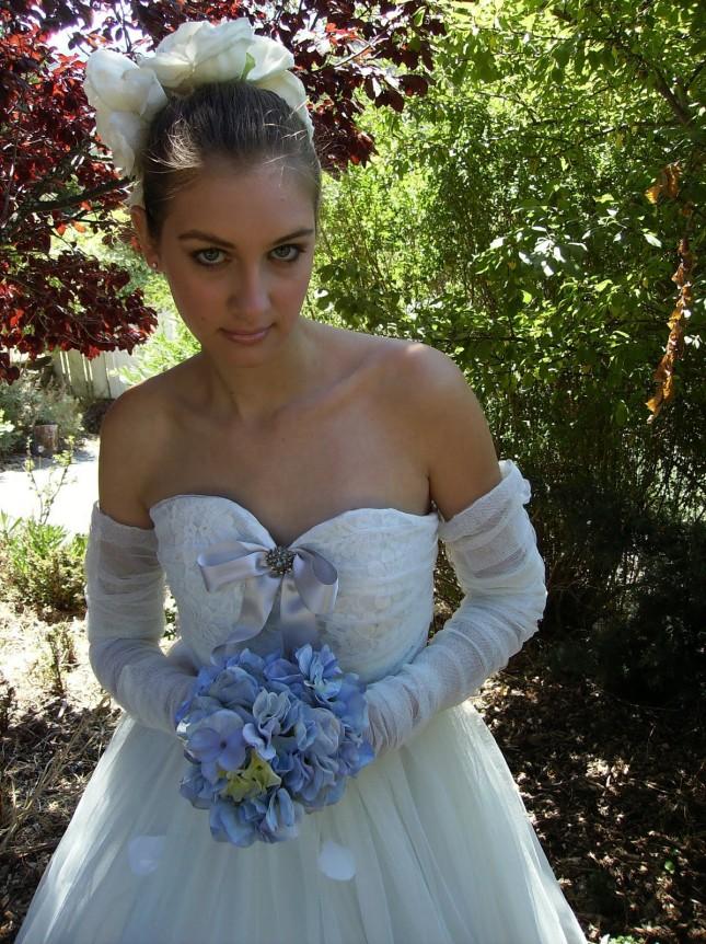 cappello sposa con fiori SALUTE TO CHRISTIAN DIOR foto by bridechic