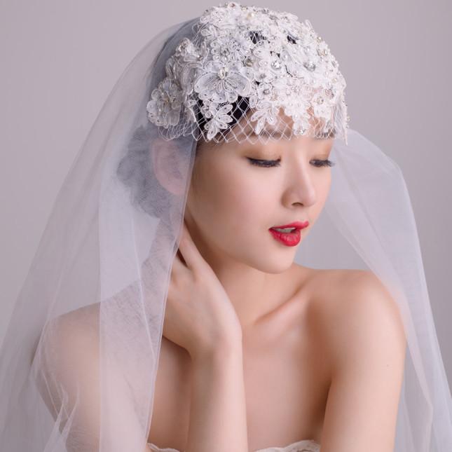 cappellino sposa fatto a mano con perline e strass