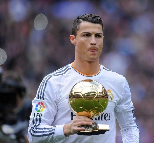 Cristiano Ronaldo col Pallone D'Oro in campo