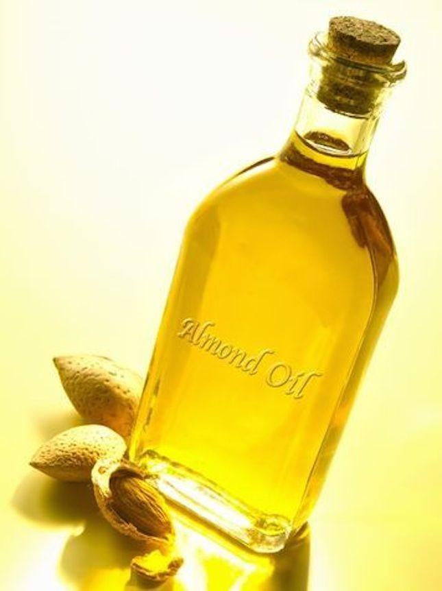 L'olio di mandorla viene utilizzato come rimedio naturale per i capelli secchi