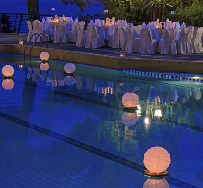 perchè non mettere qualche tocco lumnoso anche nella piscina?