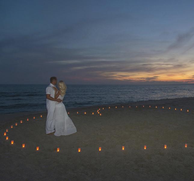 Un matrimonio in spiaggia al tramonto per un evento suggestivo