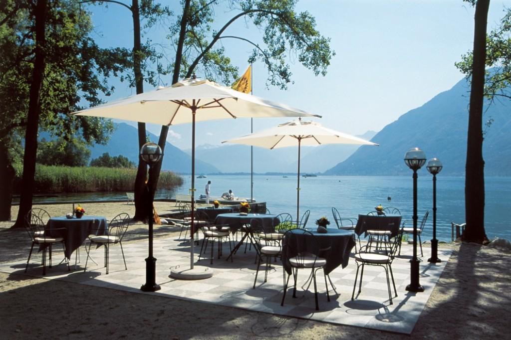 La spiaggia privata sul lago dell'hotel