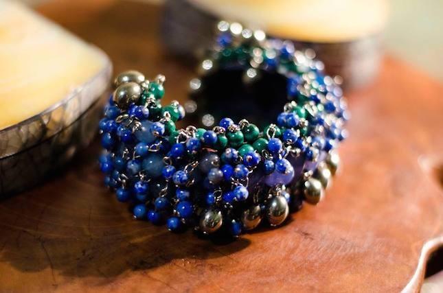 Bracciale con pietre azzurre e verdi_Indaco
