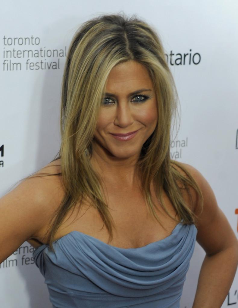 Il biondo di Jennifer Aniston è diventato iconico ed è perfetto per l'estate