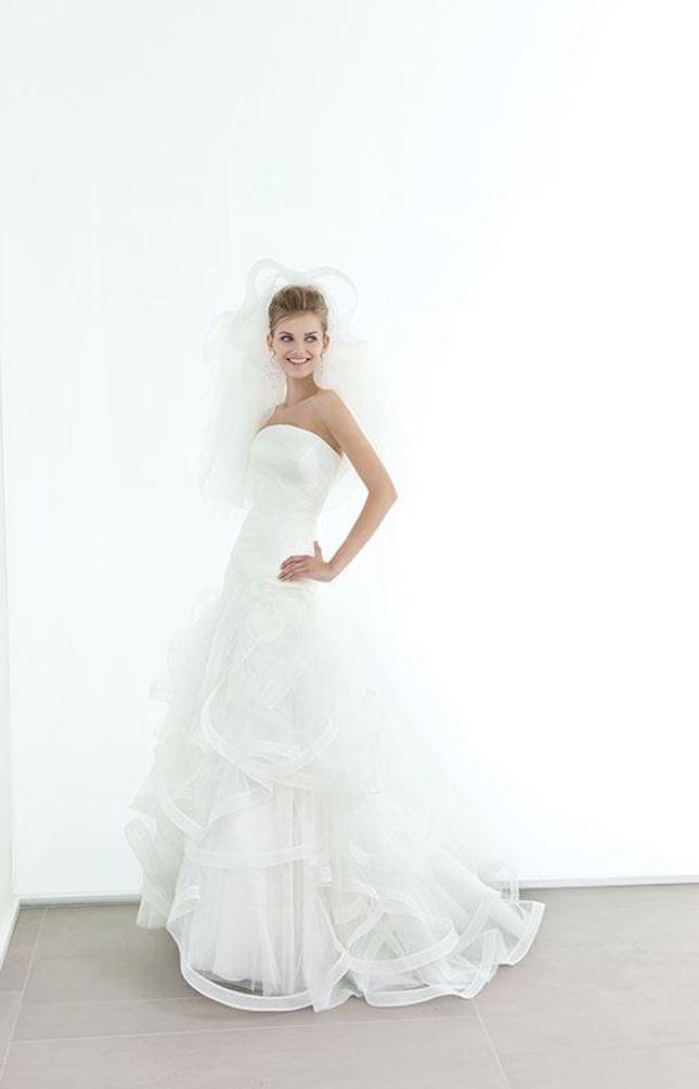 Elisabetta Polignano_abito da sposa con velo e senza spalline