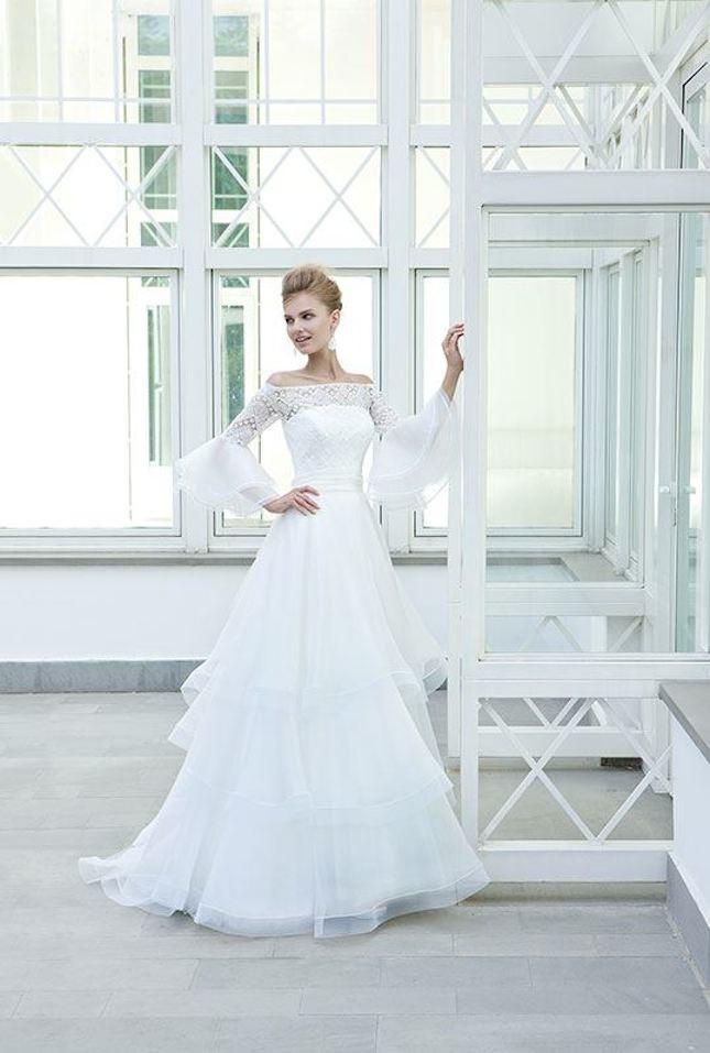 Elisabetta Polignano_abito da sposa con maniche lunghe e pizzo