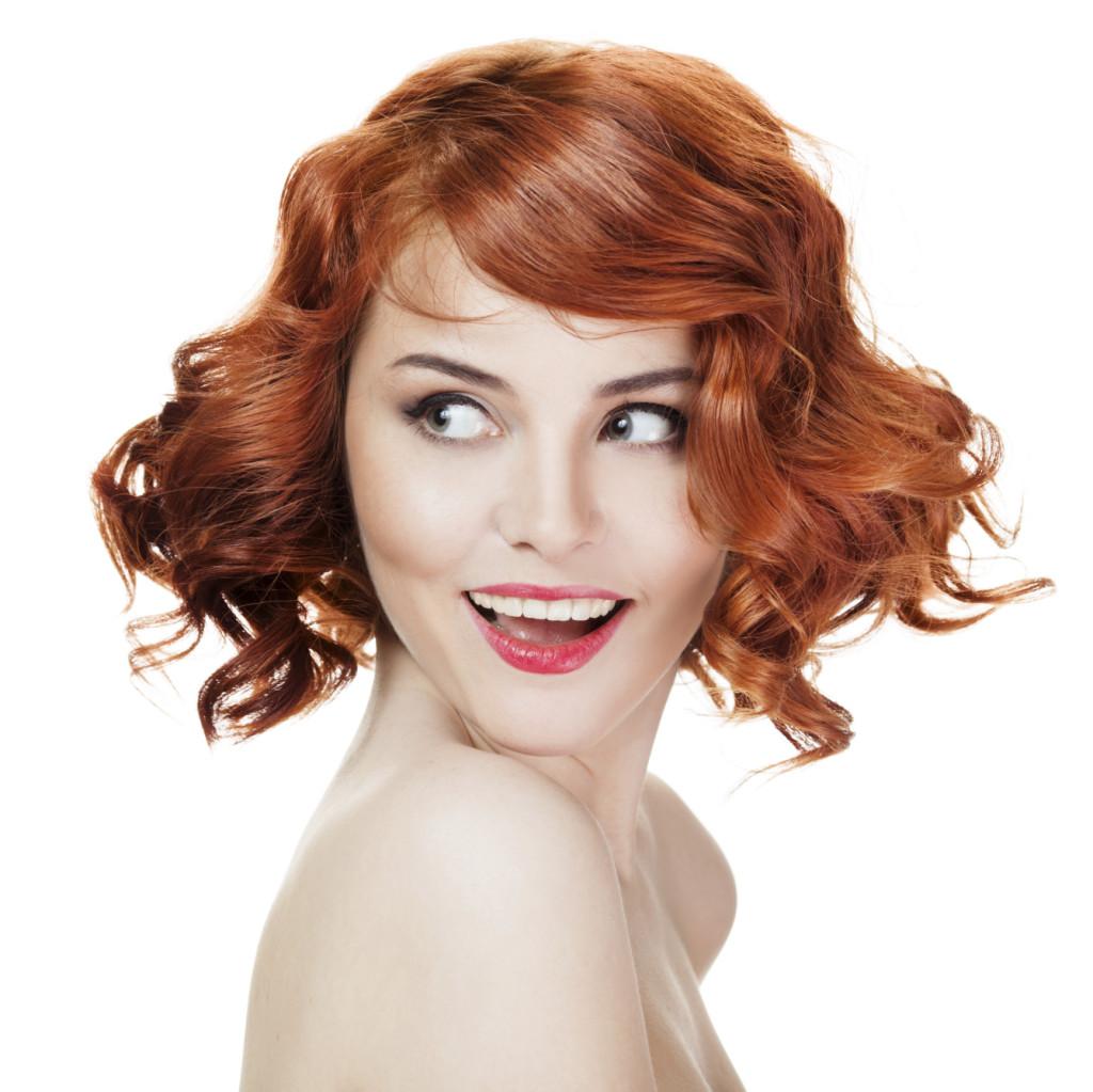 vuoi i capelli corti? prova un look sbarazzino con tante onde e la frangia di lato