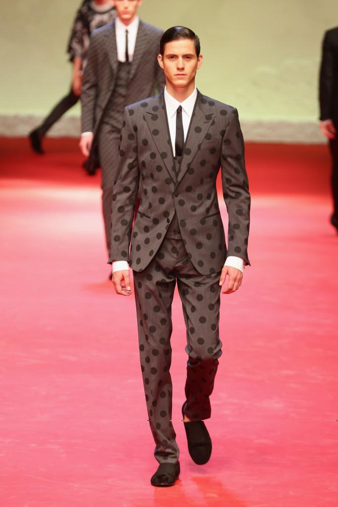 Completo a pois per la primavera-estate 2015 di Dolce e Gabbana