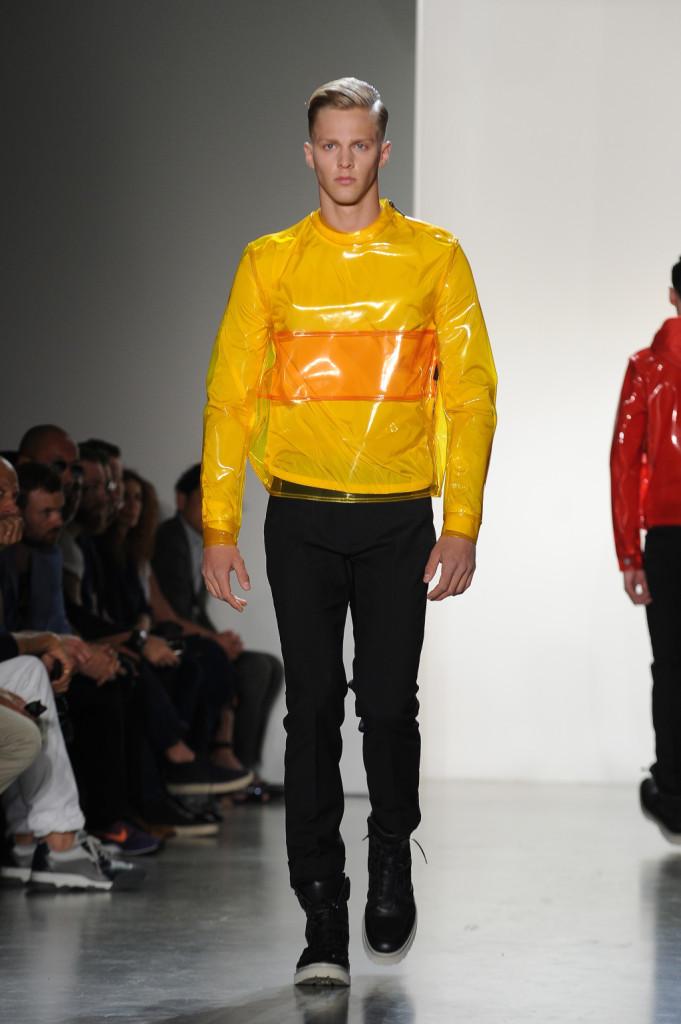 Un uomo sportivo e futuristico: è la SS 2015 di Calvin Klein