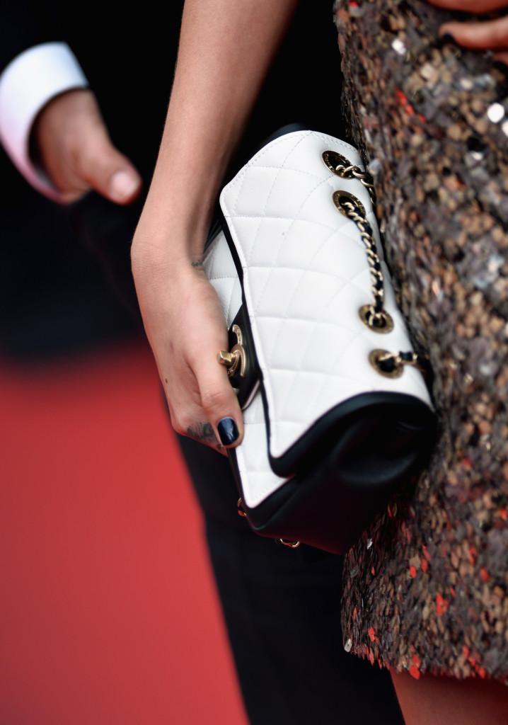 Bianca e nera, un modello insolito per questa 2.55 di Chanel