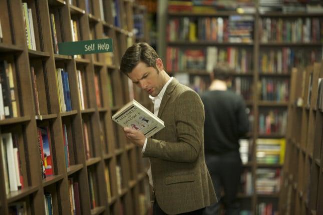 Carter ( Adam Scott)  indaga sugli studi che stanno compiendo su di lui