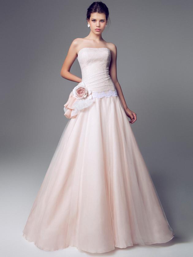 Abito da sposa Blumarine rosa antico con fiore in seta
