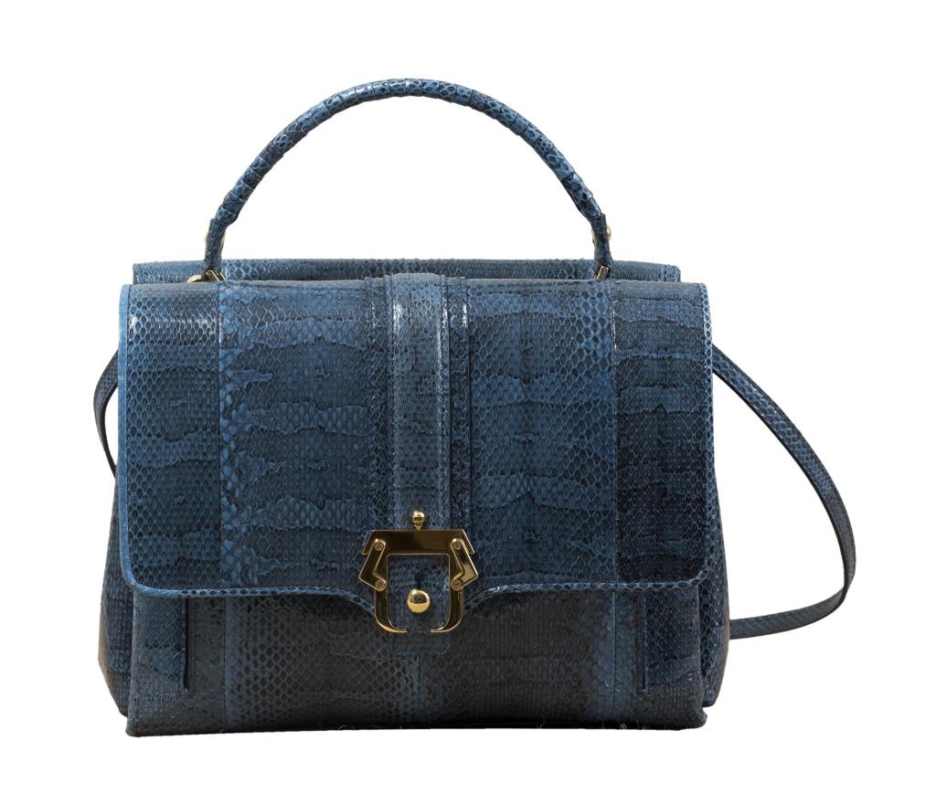 Modello Faye, Paula Cademartori pre SS 14. Shopping bag in ayers jeans e fibbia dorata.