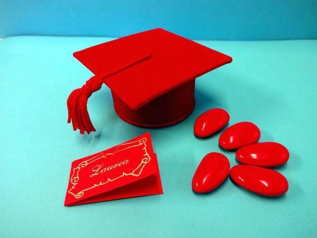 Per un'occasione importante come la laurea, i confetti rossi non possono mancare