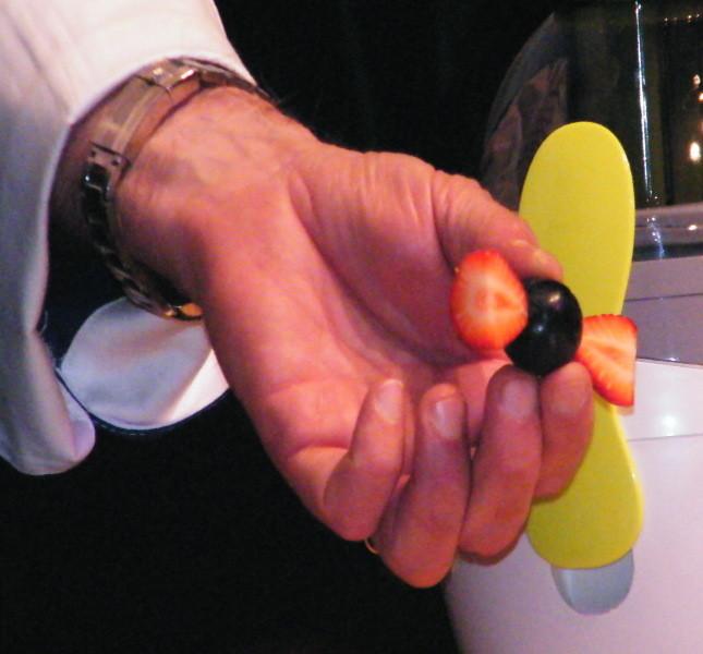 Caramella fatta con uva nera e fragola