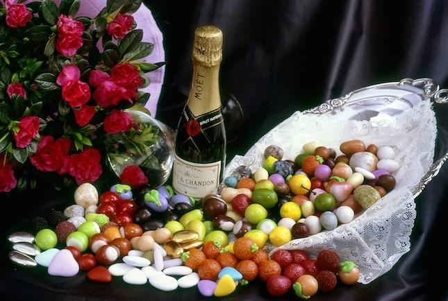 Coloratissimi oppure tradizionali i confetti non possono mancare nelle più importanti occasioni ed anniversari della vita