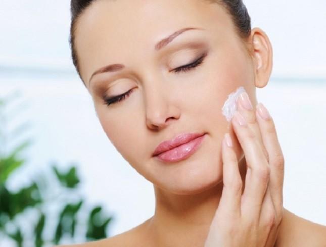Utilizzare una crema viso mattina e sera per una buona idratazione