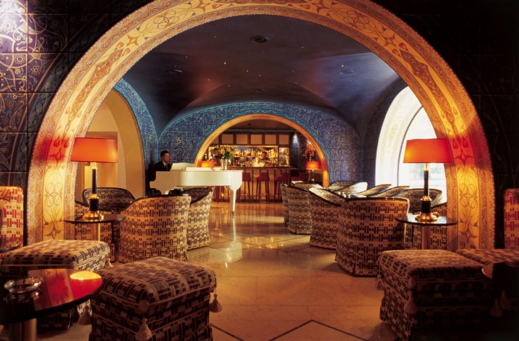 Ambienti caratteristici ed eleganti all'interno dell'albergo