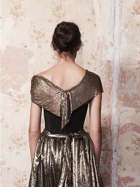 Splendido abito lungo dalla gonna a pieghe scintillanti Kolchagov Barba - dettaglio
