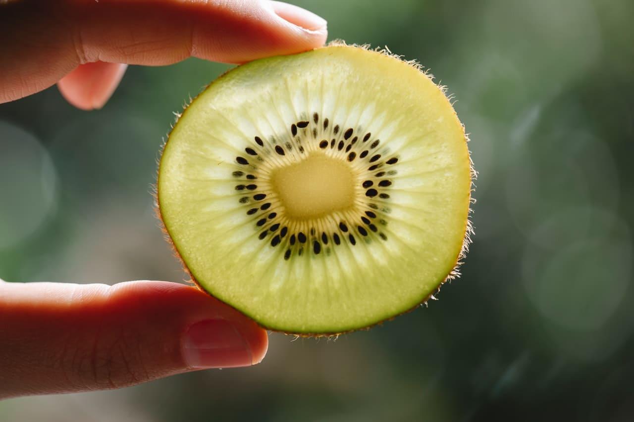 Kiwi proprietà, calorie e valori nutrizionali
