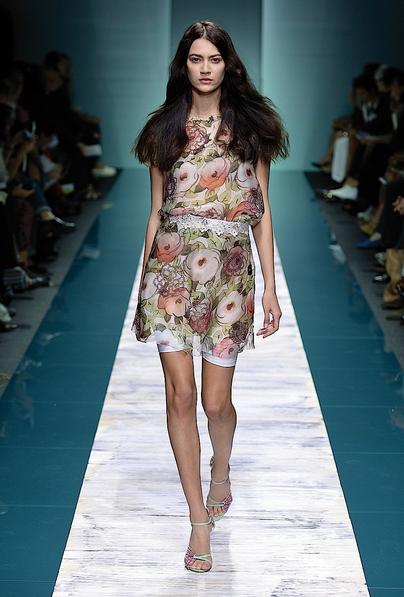 La collezione Kristina Ti per la primavera-estate 2014. Abito corto stampato
