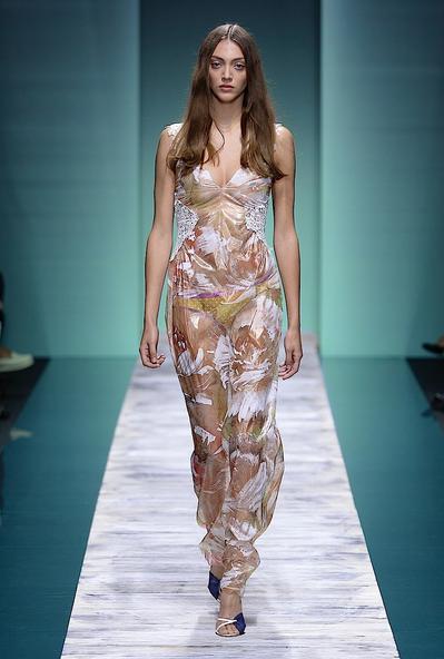 La collezione Kristina Ti per la primavera-estate 2014. Long dress trasparente stampato