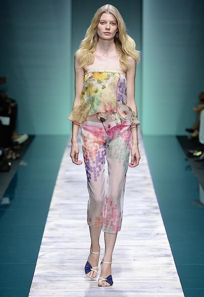 La collezione Kristina Ti per la primavera-estate 2014. Top stampato coordinato ad un pantalone trasparente.