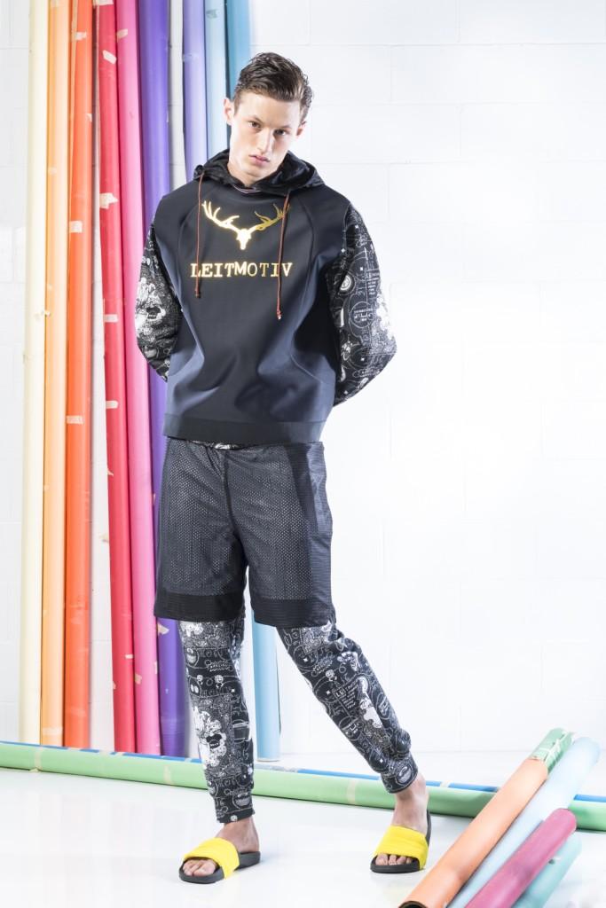 Mix materici per un look total black dal risultato tridimensiomale per la SS 15 di Leitmotiv