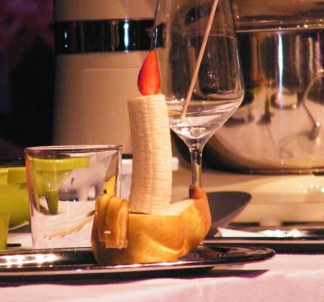 Lampada a olio fatta con pera, banana e fragola
