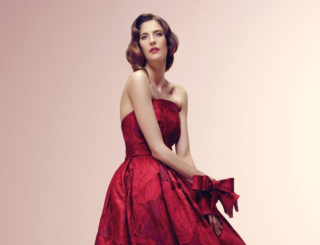 Rosso passione per l'abito da sposa Alessandra Rinaudo