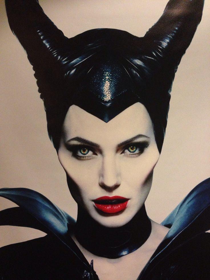 Angelina Jolie, uso esasperato dell'illuminante per incarnare la strega Maleficent